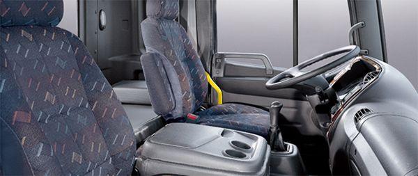Cabin nội thất Hyundai HD240 thiết kế rộng rãi, hiện đại